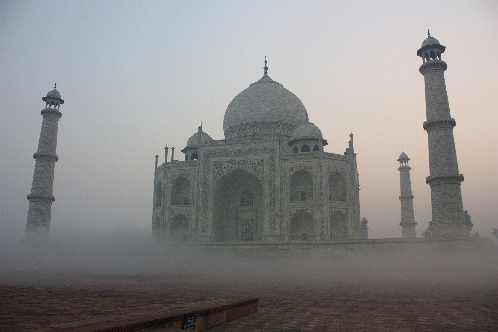 Niebla mística en el mausoleo